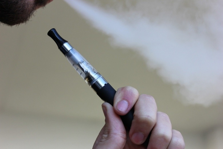 inhalation of e liquid vapour
