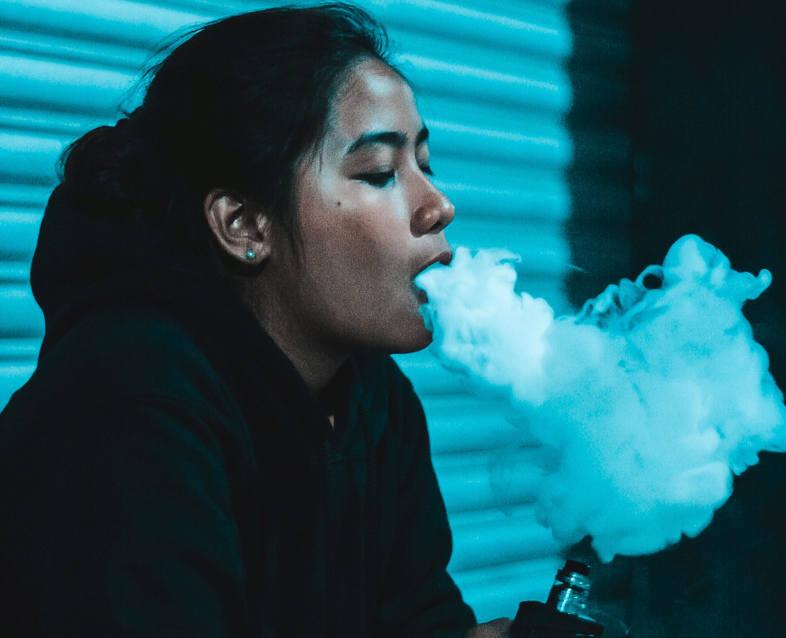 girl smoking e cig