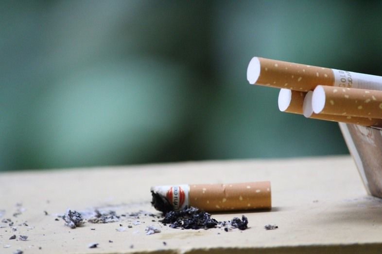 Gradually switch from tobacco to nicotine-free e-cigarettes